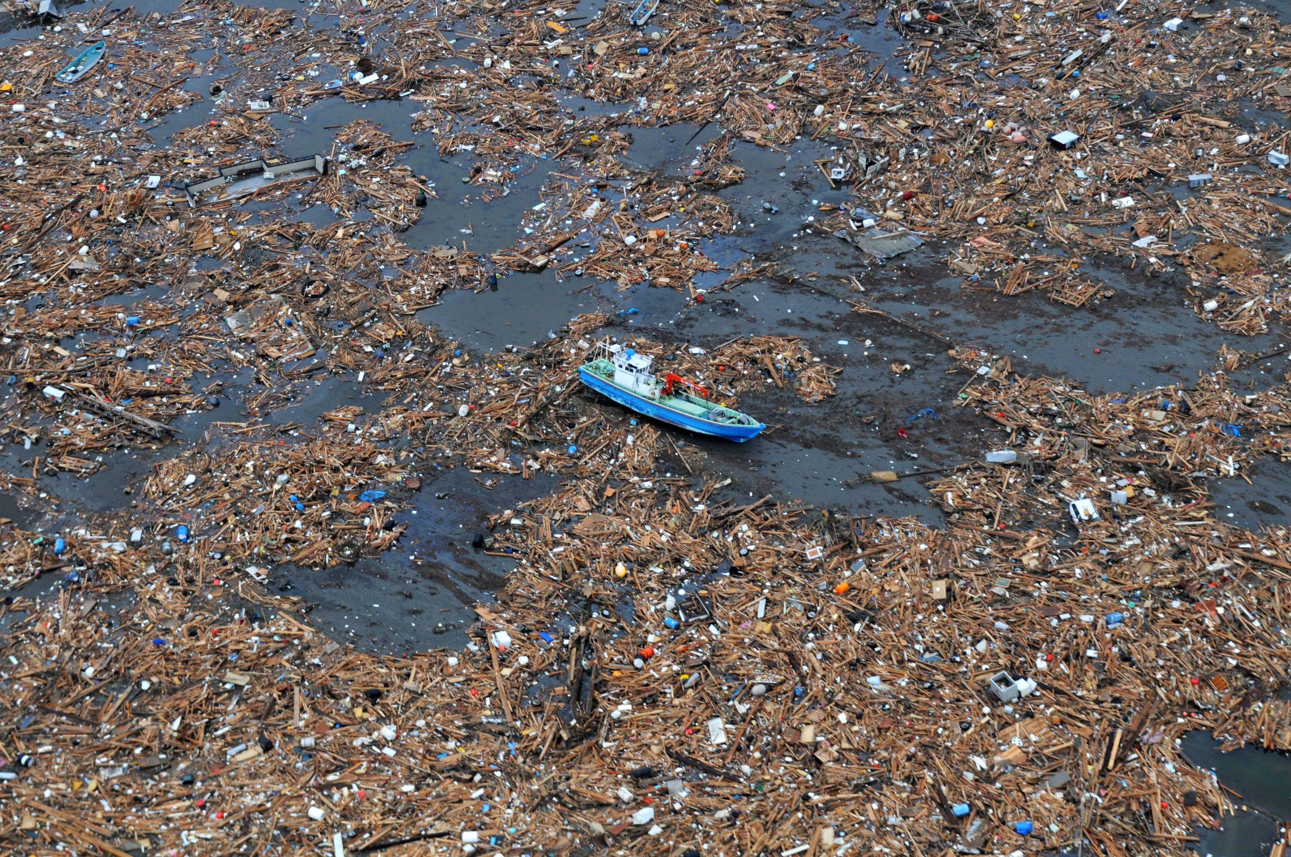 Mares de plástico: cómo afecta este fenómeno y cómo podemos evitarlo